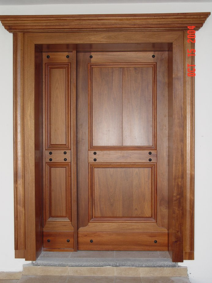 Maprex galer a dise os especiales for Disenos de puertas en madera y vidrio